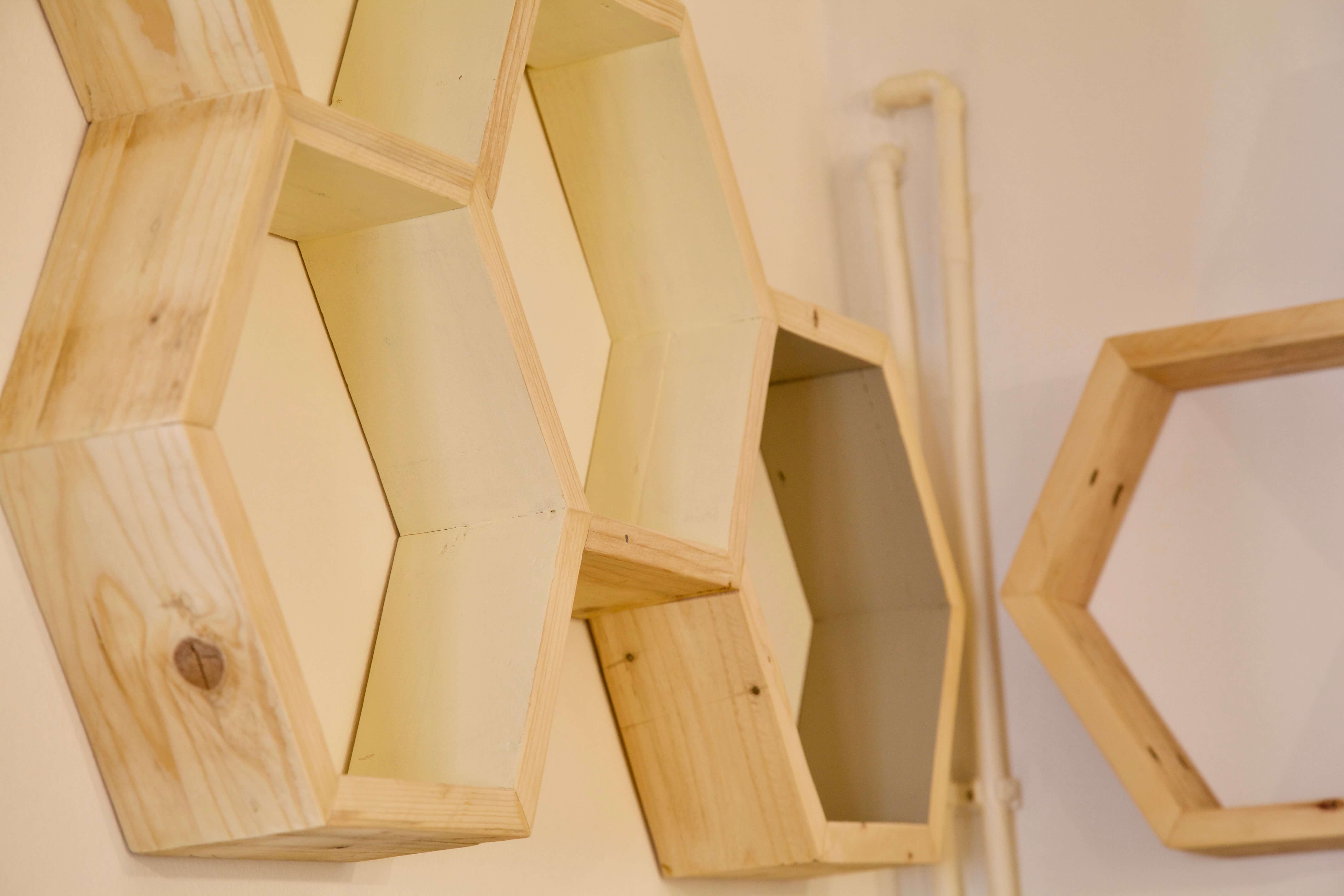 Estanterias con palets panel de estanteras madera natural - Estanterias con palet ...