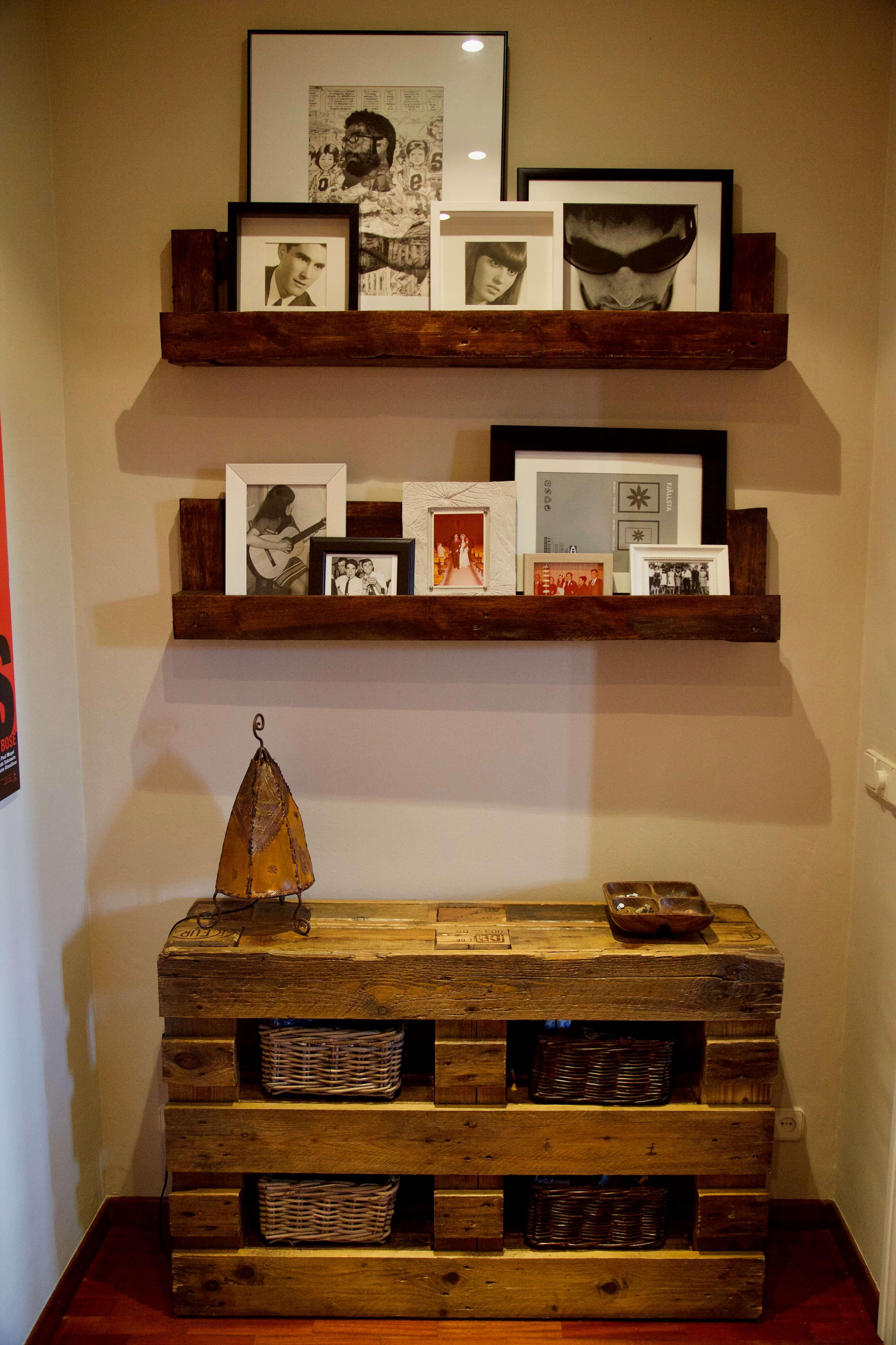 detalle frontal mueble recibidor hecho con palets