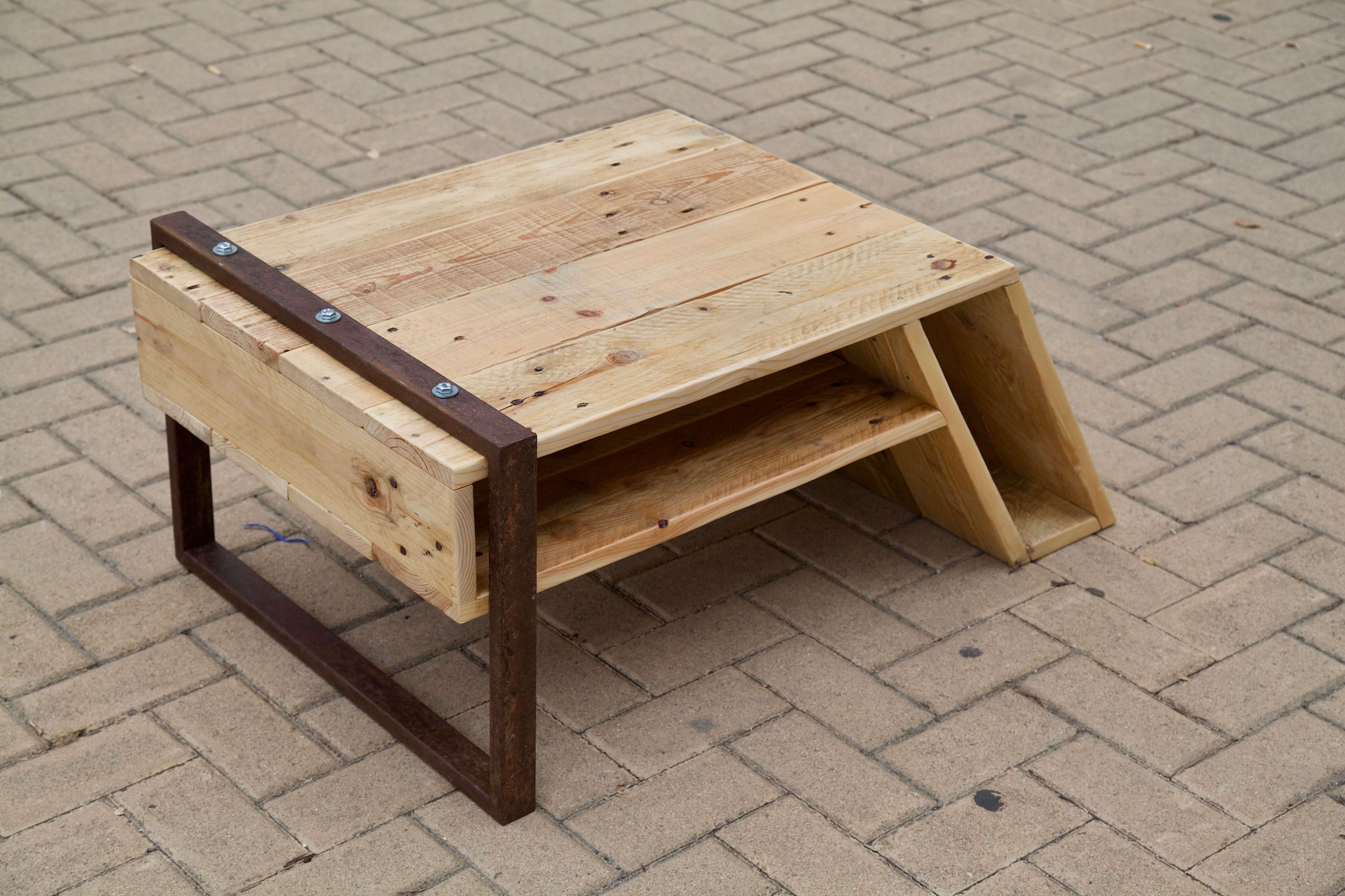 Mesa con palets para jardin simple hoy tenemos un mueble for Mesas de palets para jardin