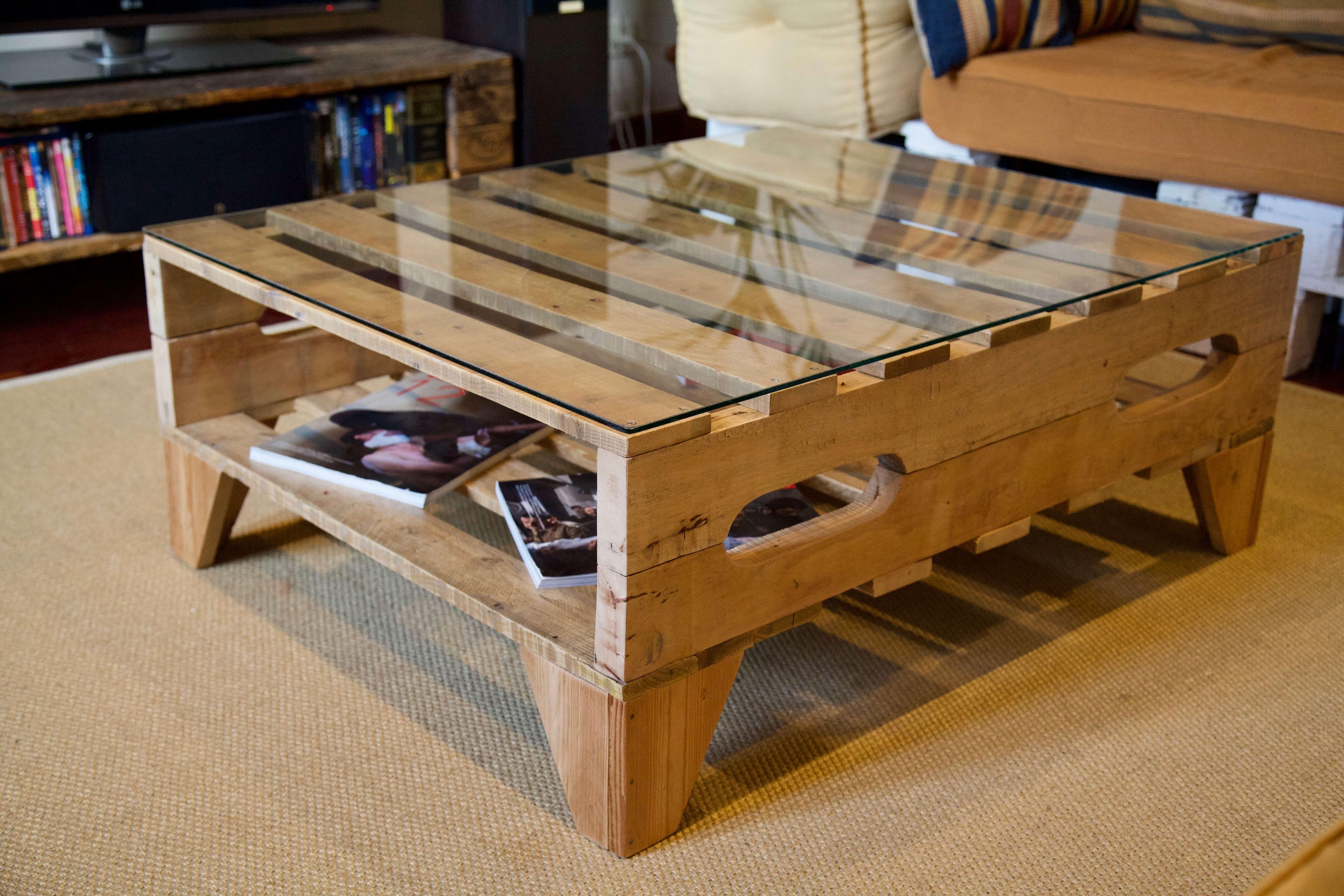 Mesa hecha con palets logan paletos for Mesa de palets paso a paso