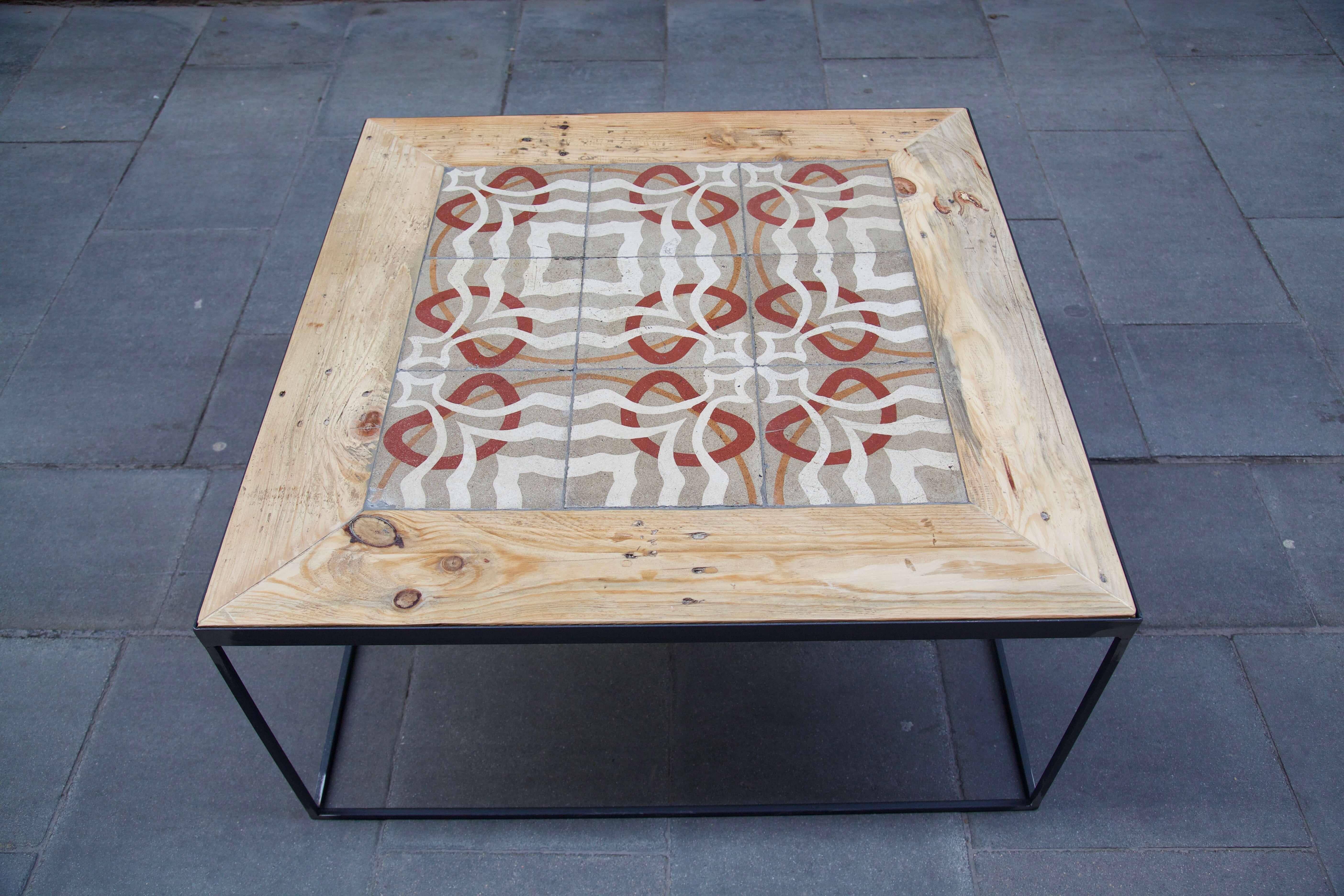 detalle superior frontal mesa hecha con baldosas hidráulicas