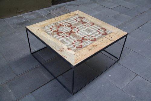 detalle superior derecha mesa hecha con baldosas hidráulicas