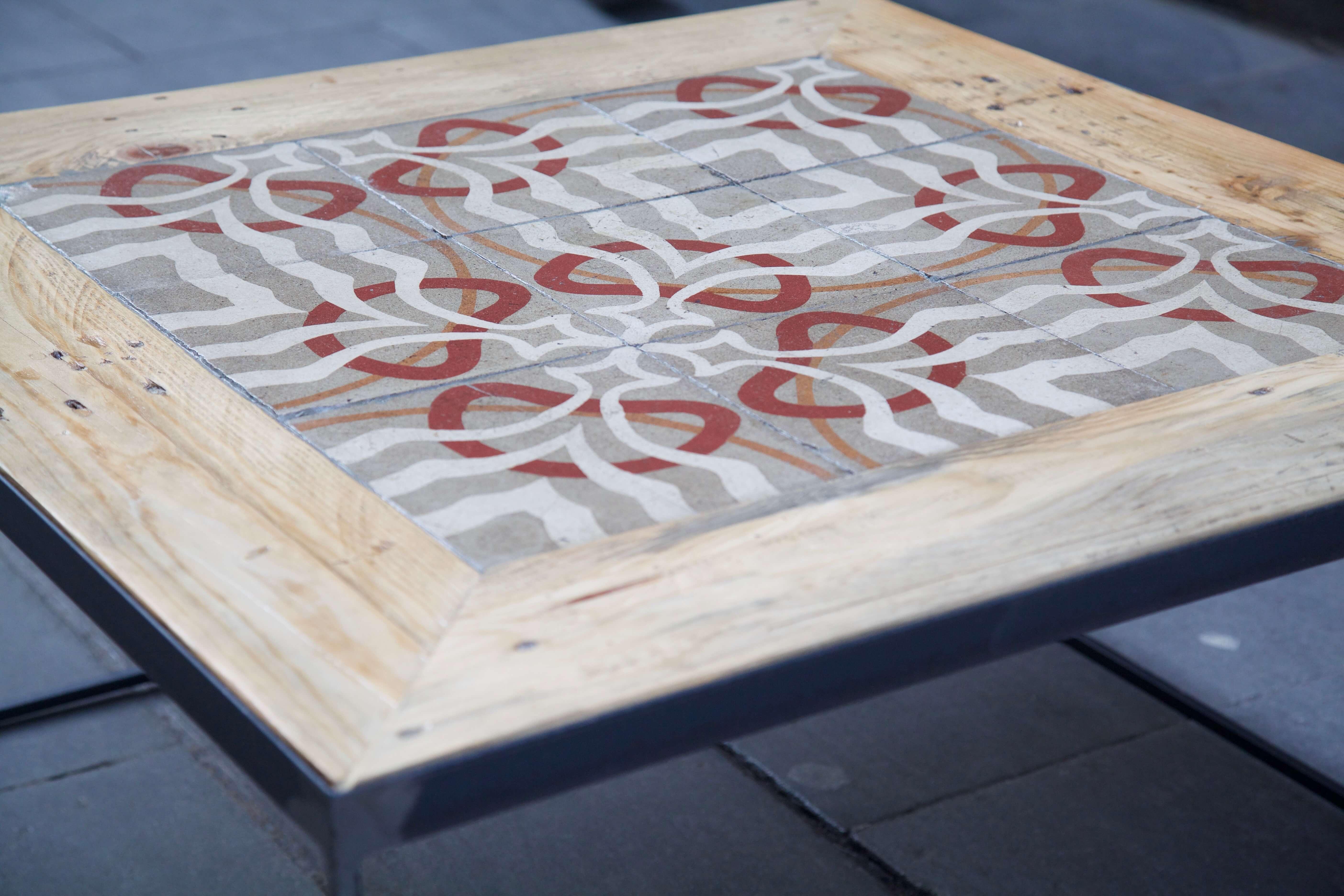 detalle horizontal mesa hecha con baldosas hidráulicas