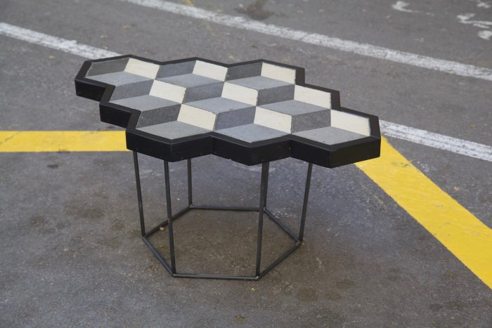 detalle superior izquierda mesa hecha con racholas