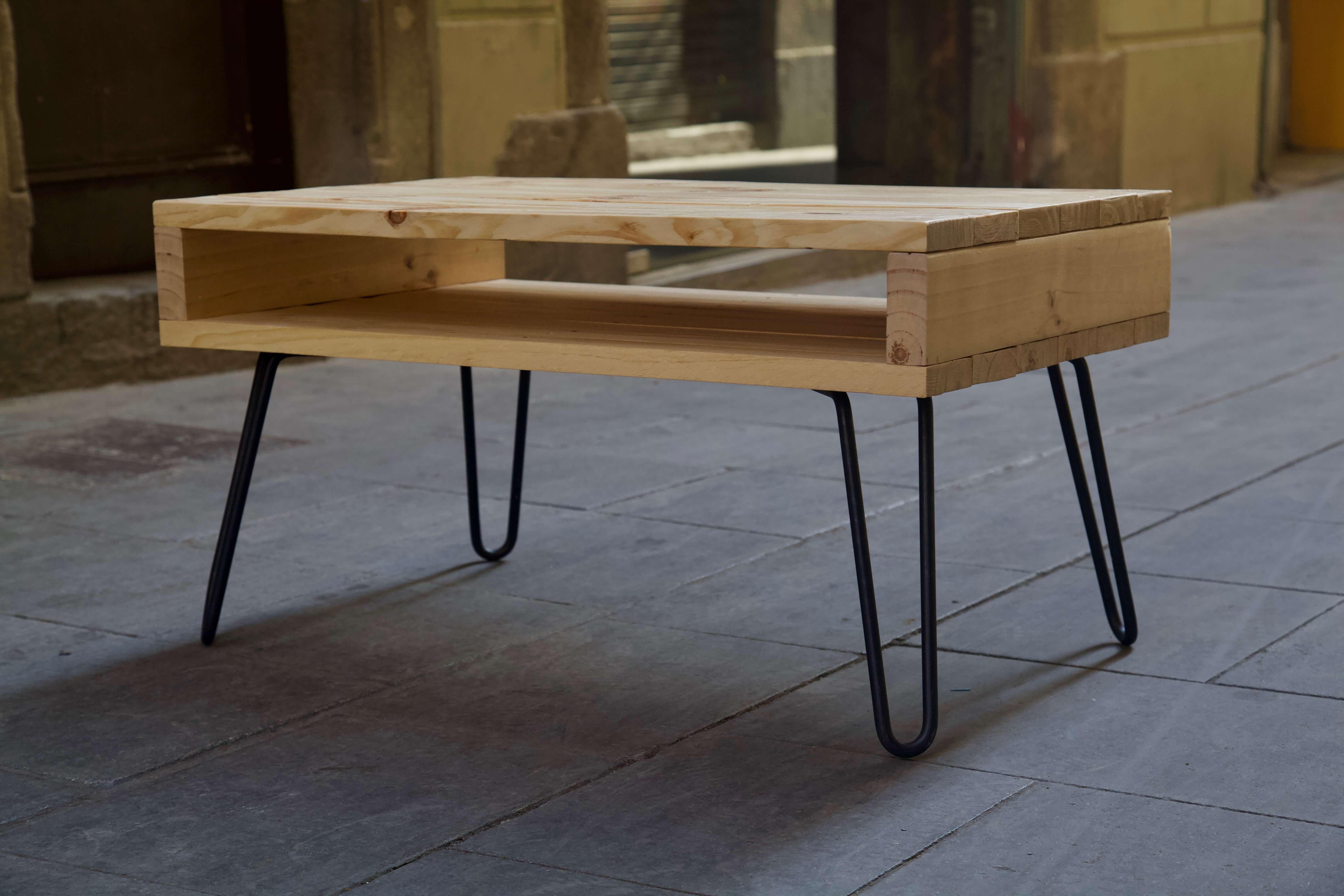 detalle frontal derecha de la mesa hecha con palets lexa