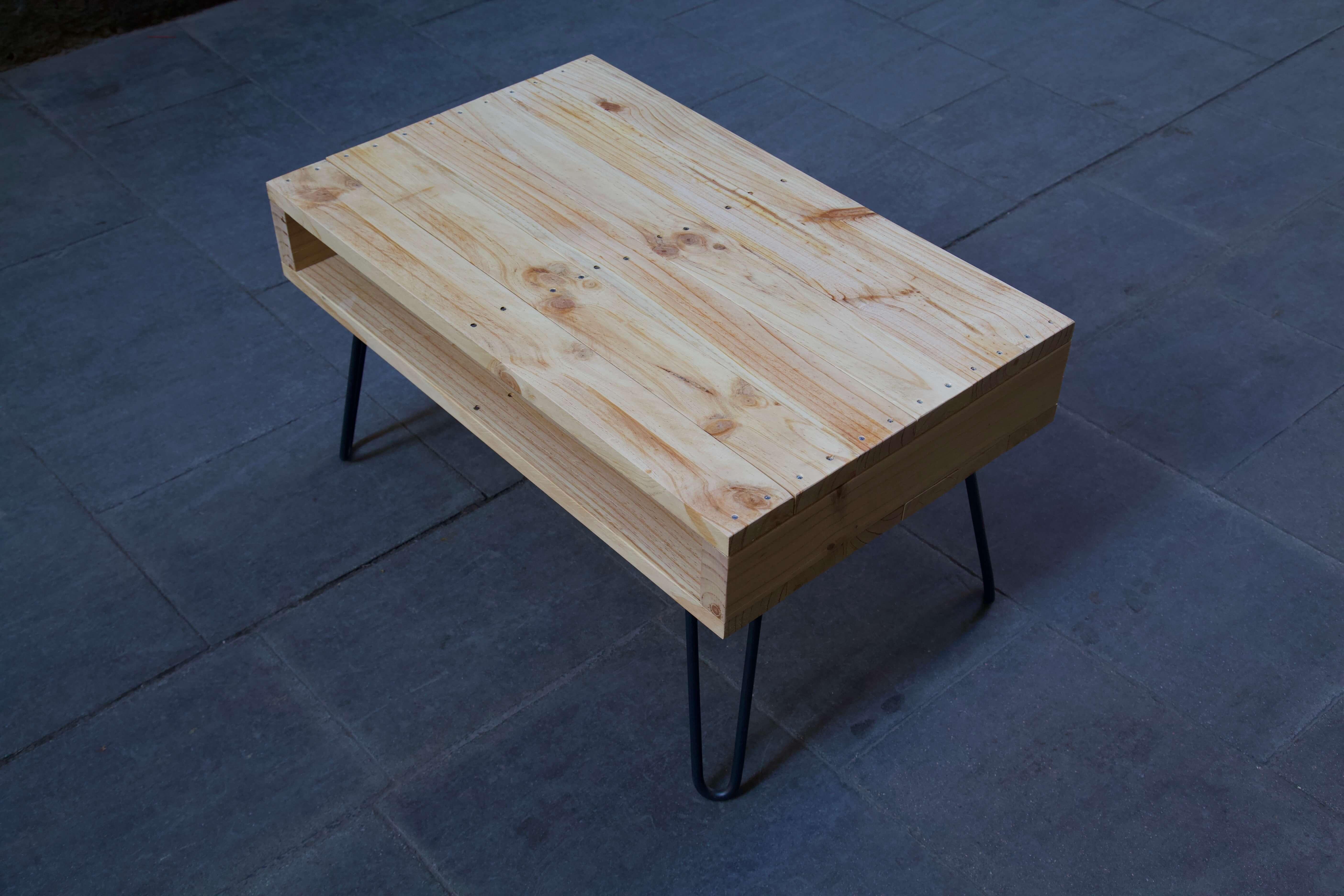 detalle cenital derecha de la mesa hecha con palets lexa