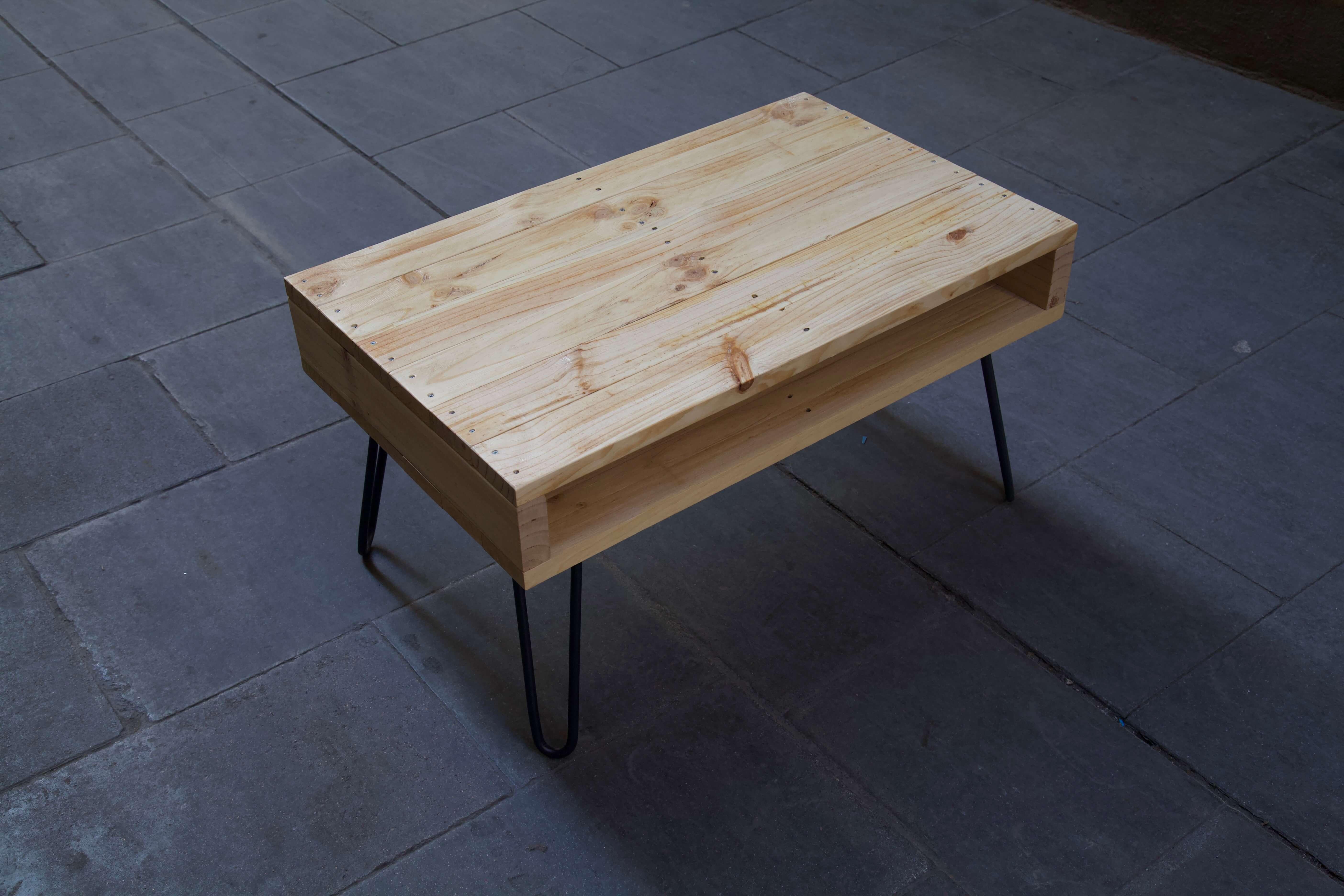 detalle superior izquierda de la mesa hecha con palets lexa