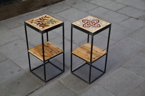 Conjunto de dos mesitas hecha con hierro, baldosa hidráulica y madera de palet