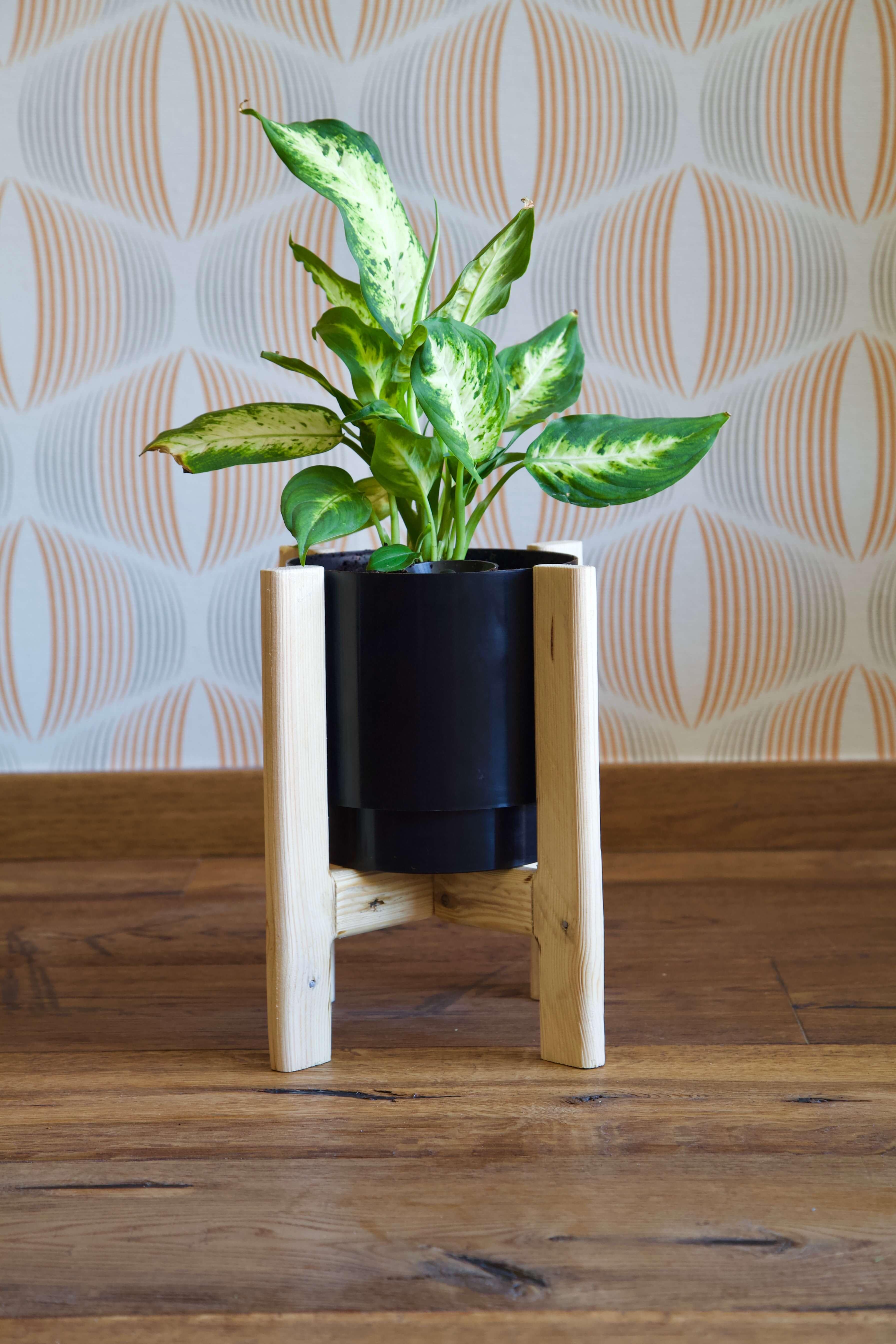macetero pequeño hecho con madera de palet