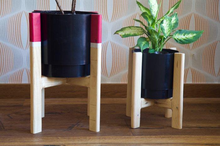 pareja de maceteros hechos con madera de palet