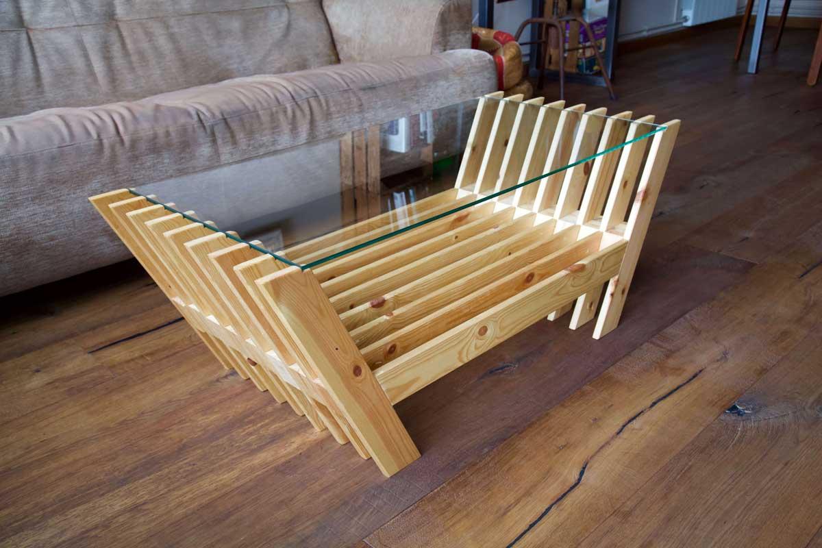 Mesa hecha con láminas de palet